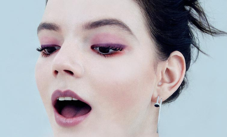 Красные оттенки в модном зимнем макияже