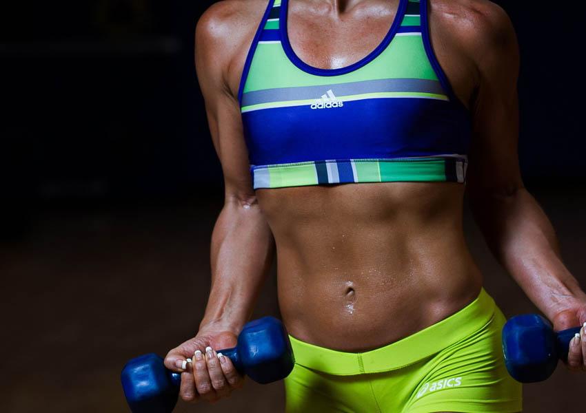 Выбираем женскую спортивную одежду