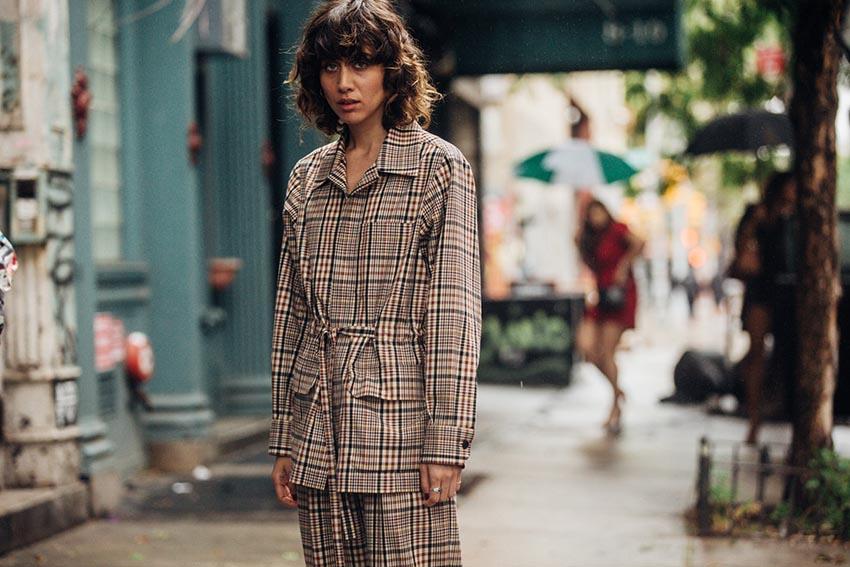 Клетка - как носить модный тренд сезона осень - зима 2018 19. Каждый сезон  мода диктует ... f7ea4d49da5